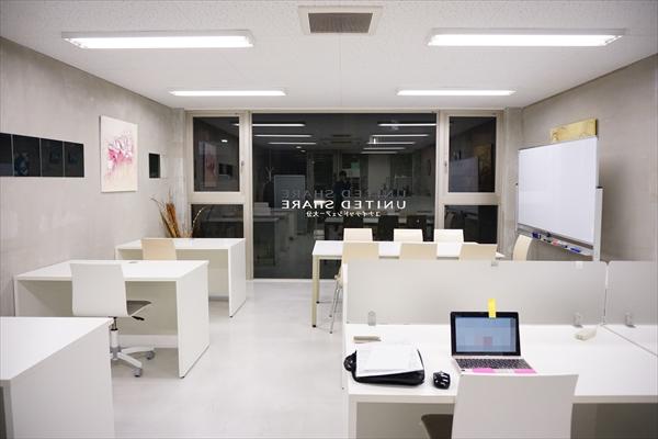 白基調のシンプルな内装がカッコいい、「末広オフィス」