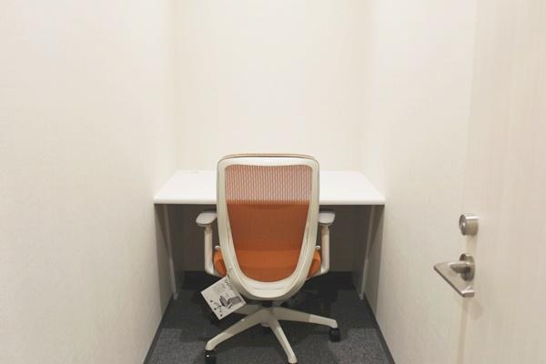 個人利用に便利な個室オフィスは、何と独立空調付き!
